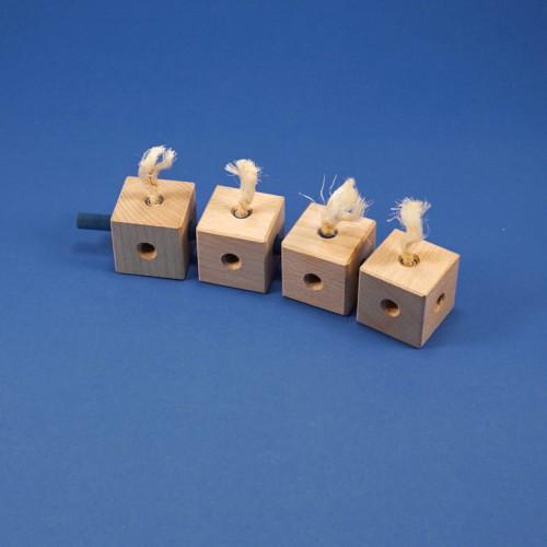 kleine Raupe aus Holzbausteinen