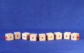 Fädelschlange aus 9 Holzbausteinen des Kreativbaukastens